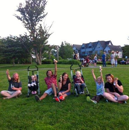 Agamont Park : Ice cream in the park
