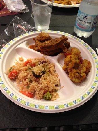 Tandoori Indian Food: piatto composto con carne 5€