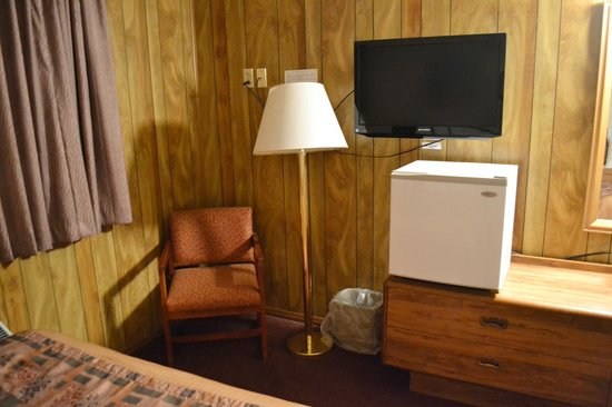 Americas Best Value Inn: Although adequate- avoid the corner room near the laundry. The other rooms appeared to be  bette