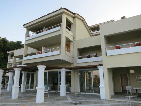 Kanapitsa Mare Hotel & Spa: vista frontale dell'albergo