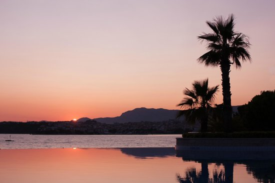 Le Meridien Lav Split: Sunset from Le Meridien Lav pool