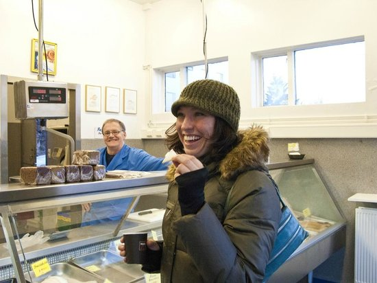Season Tours: Trying the infamous putrid shark at a fish shop!