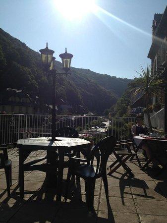 East Lyn House Hotel: Sitting on the terrace for breakfast