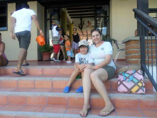 Sansiraka Hotel: Escaleras de ingreso al hotel