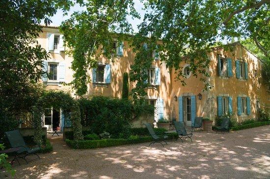 Baumanière les Baux de Provence: Grounds