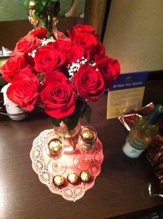 BEST WESTERN Danville Inn: chocolates, wine, and roses!!