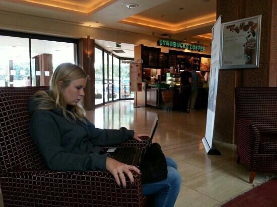Sheraton Skyline Hotel London Heathrow: Aly in lobby