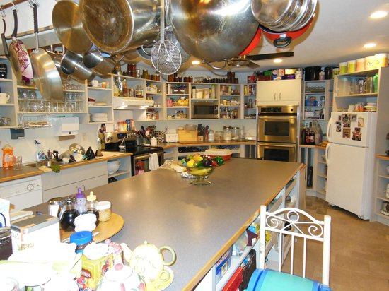 Nikko Bed and Breakfast: Huge kitchen and great breakfast