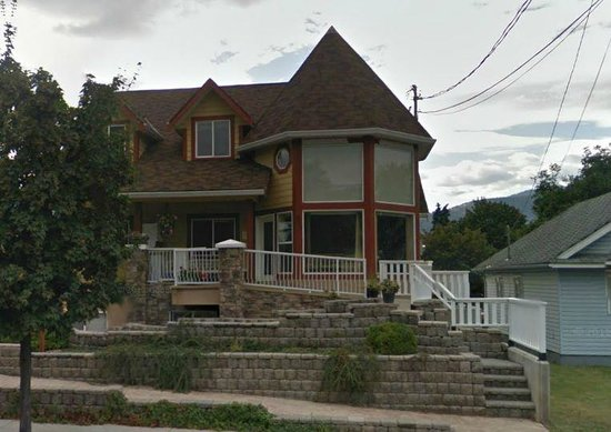 Nikko Bed and Breakfast: Front of house