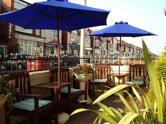 Abbey Lodge Blackpool: Patio Area