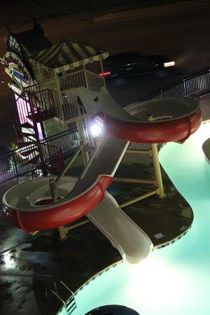 Cherokee Lodge Condos: #401 pool at night