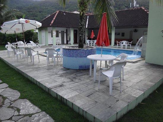Pousada Recreio da Praia : Vista desde el pasillo hacia la pileta