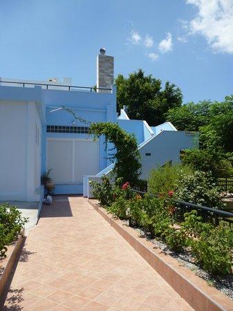 Vlycha Beach Studios Apartments: отель
