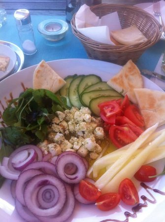 Maestro Café and Bistro / Szentendre : My apetizer Marinated Feta Cheese with fresh vegetables