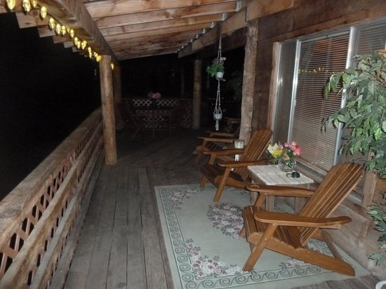 Evergreen Haus: Pretty patio at night!