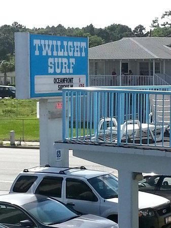 Twilight Surf Motel: the sign of the motel