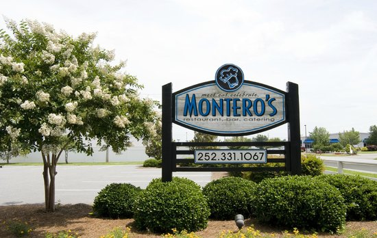 Montero's Restaurant: Main parking lot entrance sign