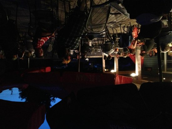 Crowsnest Pub : Live music pub night