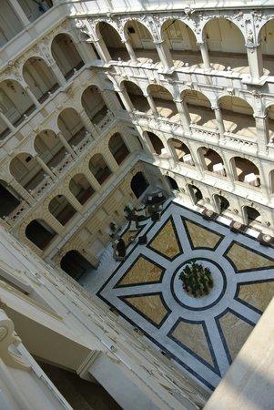 New York Palace Budapest: Lobby und Flure