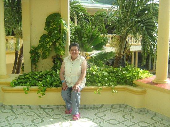 Apartahotel Las Americas: MI MAMÁ EN EL HALL