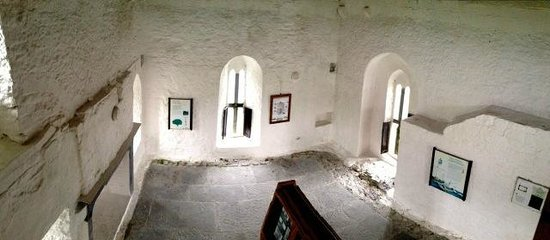 Aughnanure Castle: 2nd living room.