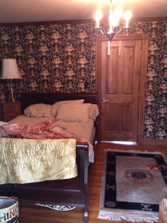Treasure House Bed and Breakfast: The bed and door