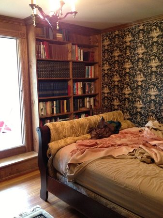 Treasure House Bed and Breakfast: Part of the built in bookcases in the Library room