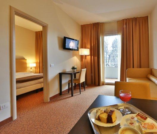 Camera Matrimoniale A Brescia.Camera Matrimoniale Superior Foto Di Regal Hotel And Apartments
