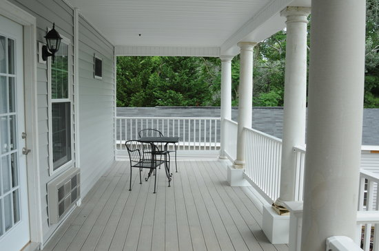 Acorn Hill Lodge and Spa: Shared Balcony of new suites 10 and 11