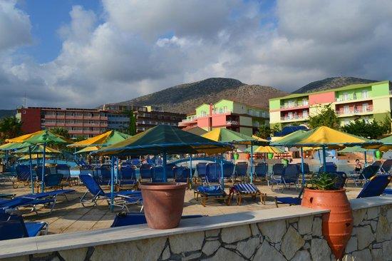 Eri Beach & Village : Пляжная зона