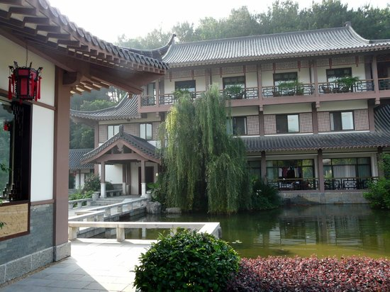Guilinyi Royal Palace: Hotel y jardines
