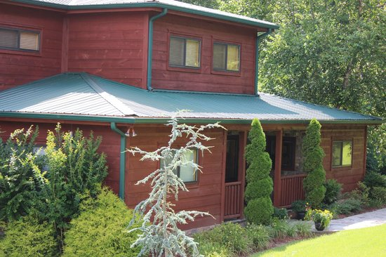 Cedar Falls Cabin Rentals : Brookside