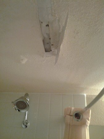 Rocky Mountain Park Inn: Detached patch on leaky ceiling