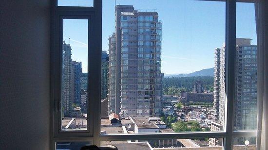 Coast Coal Harbour Hotel by APA: Windows