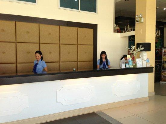 โรงแรมปิแอร์ คัวโตร: The reception area/lobby
