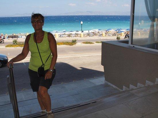 Hotel Rhodos Horizon Resort : op de trap van het hotel