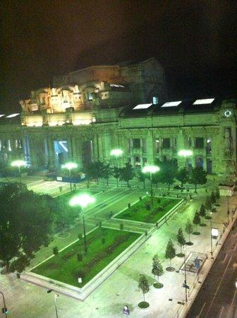 Klick Hotel Milano: Vista da janela - Stazione Milano Centrale