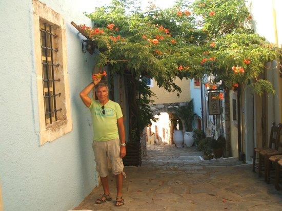 Arolithos Traditional Cretan Village: les allées du village