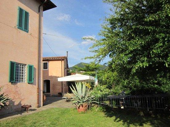 Farmhouse Villa Pacinotti : Il Gardino für nachmittägliches Lesen im Schatten.