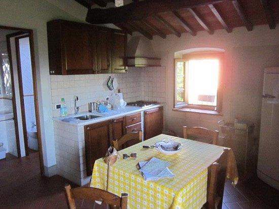 Agriturismo Villa Pacinotti: Bad und Küche bieten alles, was man braucht.