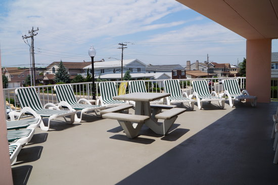 Beau Rivage Beach Resort: Additional Deck Area