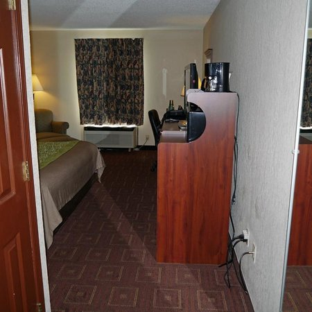 Comfort Inn Asheville Airport : room overview 2