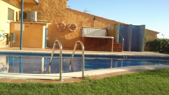 Hotel Sant Joan: Piscina y jacuzzi