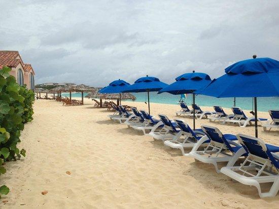 Meads Bay Beach Villas: Beach chairs