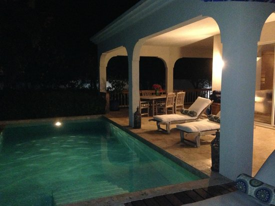 Meads Bay Beach Villas: Pool and patio at night