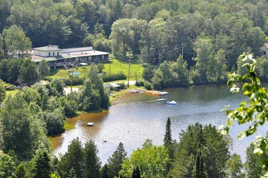Le Boisé du lac vue de la montagne - www.boisedulac.com