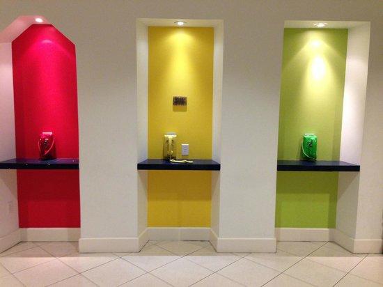 El Tropicano Riverwalk Hotel: Phone area in the lobby