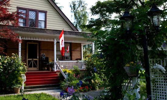 Clayburn Village Bed and Breakfast: the entrance