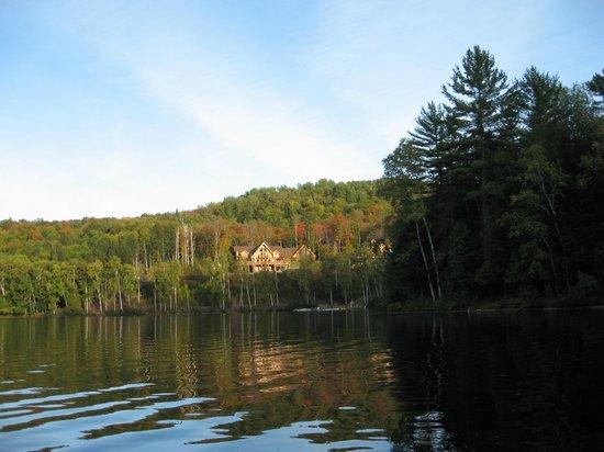 Auberge Couleurs de France: vue du lac