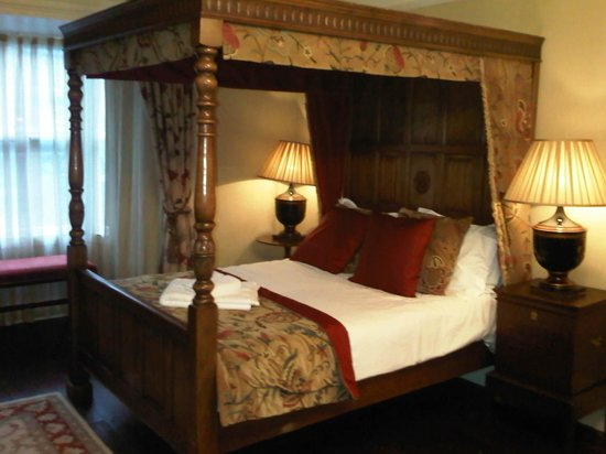 White Hart Royal Hotel: With a 4 poster bed